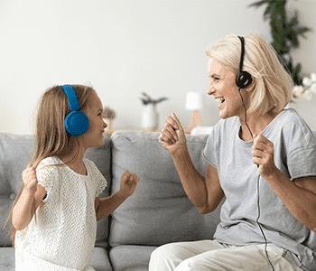 Enfant écoute musique