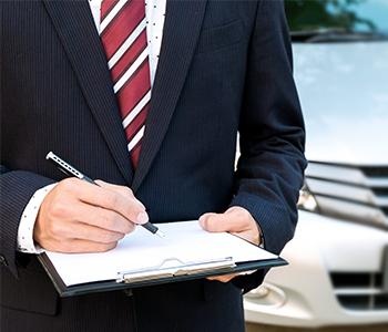 Contrôlez les papiers de la voiture
