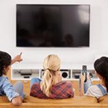femmes devant la télévision