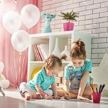 enfants jouant dans leur chambre