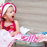 bébé dans une valise