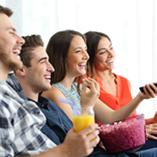 couples regardant la télé