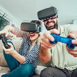 couple joue à la console de jeux